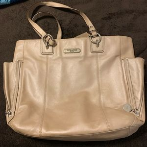 COACH TOTE in Pearl cream leather
